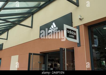 Adida outlet shop Logo: Le Mans, Frankreich, 27-8-19 - Stockfoto