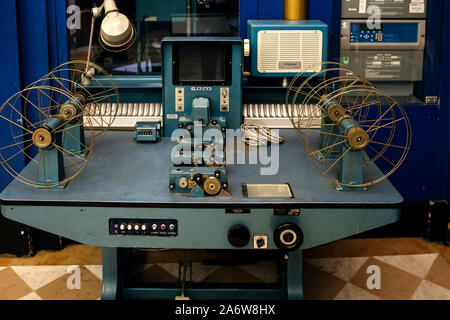 Straßburg, Frankreich - Dec 27, 2017: Vintage französischen Atlas Maschine im Vorführraum einen Film Theater verwendet. - Stockfoto