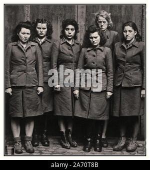 Vintage WW2 Belsen SS weibliche camp guards Gruppe in Bergen-Belsen erfasst. Berüchtigte brutalen Konzentrationslager, der Schauplatz vieler unbeschreiblich grausame medizinische Experimente und brutalen gewalttätigen Verbrechen gegen die Menschlichkeit Belsen Deutschland 1945 - Stockfoto