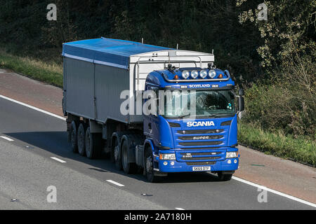 Scania Super G 450 Transport-LKW, Lkw, Transport, Lastwagen, Cargo, Fahrzeug, Lieferung, den gewerblichen Verkehr, Industrie, auf der M6 - Stockfoto