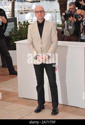 "CANNES, Frankreich. Mai 21, 2013: Regisseur Steven Soderbergh am Fotoshooting für seinen Film ""hinter"" dem Kandelaber' an der 66th Festival de Cannes. © 2013 Paul Smith/Featureflash - Stockfoto"
