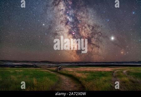 Der Kern der Milchstraße im Schützen tief im Süden über der Franzose River Valley an den Wiesen Nationalpark, Saskatchewan. Dieses wird von der - Stockfoto