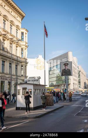 Checkpoint Charlie eine Grenze Grenzübergang zwischen Ost und West während des Kalten Krieges - Stockfoto