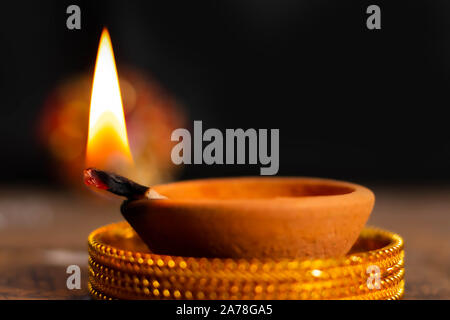 Happy diwali/karthigai deepam - Hindus religiöse Fest - Kerze Flamme close-up - Stockfoto
