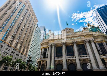 Rio de Janeiro, Brasilien - 28. Februar 2018: Die berühmten Stadttheater Gebäude - Stockfoto