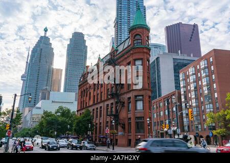 Toronto, CA - 20. September 2019: Die historische Gooderham Gebäude, auch bekannt als das Flatiron Building, im Financial District von Toronto, C bekannt - Stockfoto