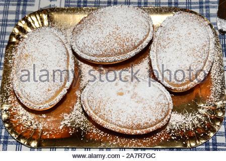 Süßes Gebäck auf dem Tisch, Weihnachten Bonbons mit Zucker, - Stockfoto