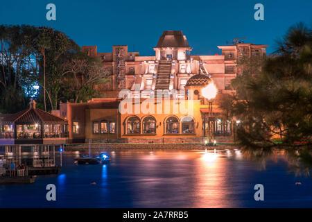 Orlando, Florida. November 01, 2019. Schöne Aussicht von Mexiko Pavillion auf der Blauen Nacht Hintergrund in Epcot (47). - Stockfoto