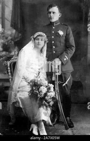 Polnische Hochzeit Foto eines polnischen Soldat und seine Braut, 1919 - Stockfoto