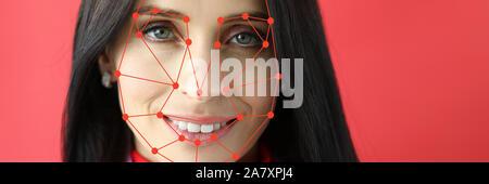Die biometrische Verifizierung lächelnde Frau portrait - Stockfoto