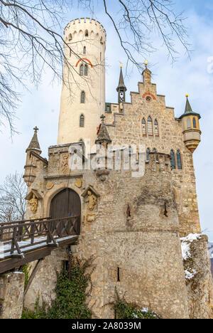 Innerhalb der Tore des Schönen winterlichen Schloss Lichtenstein, Schwäbische Alb, Baden-Württemberg, Deutschland. - Stockfoto