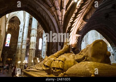 Lissabon, Portugal: Grab von Navigator Vasco da Gama im Kloster Jeronimos, eines der prominentesten Beispiele für die Portugiesische Spätgotischen Ma - Stockfoto