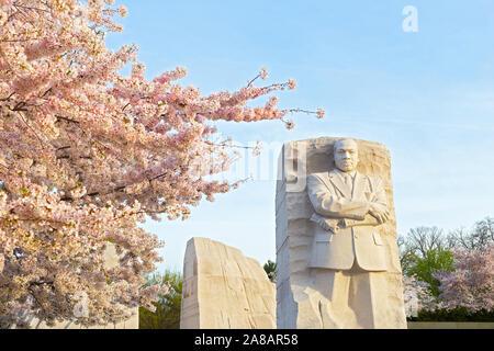 Martin Luther King Jr. Memorial während Cherry Blossom Festival in Washington DC am 4. April 2019. - Stockfoto