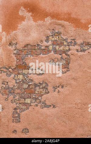 Detail einer beunruhigten und verwitterten Mauer in Venedig, Italien. Ideal als retro oder vintage Hintergrund oder Textur - Stockfoto