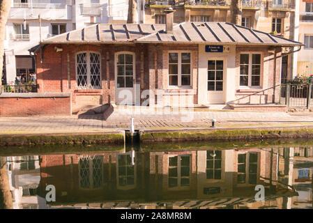 Paris, Kanal Saint-Martin, im Winter am Kai - Stockfoto