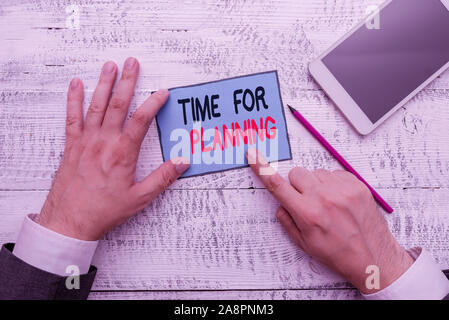 Schreiben beachten Sie Zeit für die Planung. Business Konzept für die Einrichtung für Dinge, die Prioritätenliste Vorbereitung Hand halten beachten Sie Papier in der Nähe von Schreiben von e zu tun - Stockfoto