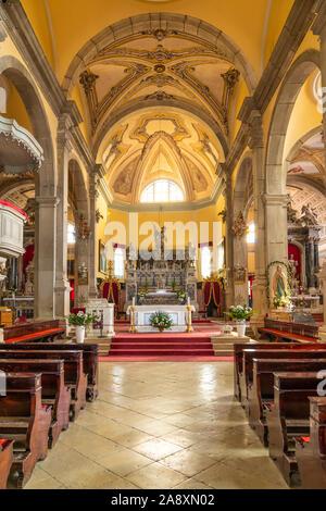 Der Innenraum der Kirche St. Euphemia in Rovinj, Kroatien, Istrien. - Stockfoto