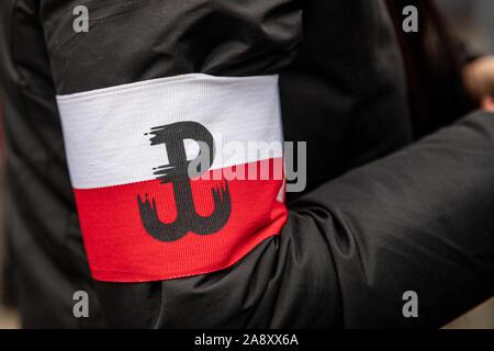 Warszawa, Mazowieckie, Polen. 11 Nov, 2019. November 11, 2019, Warschau, Polen: Unabhängigkeit März von patrioticcommunities und neo-faschistischen Organisationen organisiert. März von der Organisation der Unabhängigkeit vom März, die von vielen Organisationen mit Neo besucht wird organisiert-faschistischen Ansichten aus Polen und anderen Europäischen Ländern jedes Jahr. Credit: Grzegorz Banaszak/ZUMA Draht/Alamy leben Nachrichten - Stockfoto