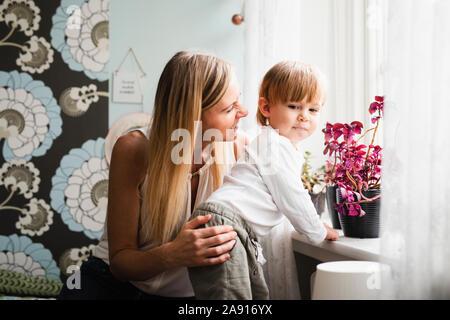 Mutter und Kind zusammen - Stockfoto