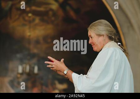 Weibliche Priester - Stockfoto