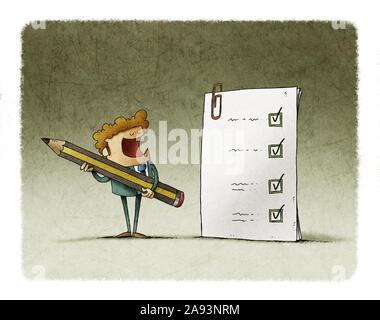 Ein Mann mit einem Bleistift neben einem großen Fragebogen er gerade abgeschlossen hat. - Stockfoto