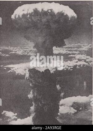 Luftaufnahme der Atombombe auf Nagasaki, Japan am 8. August 1945. - Stockfoto