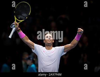 """London, Großbritannien. 13 Nov, 2019. Rafa """"Rafael"""" Nadal (Spanien) feiert seinen Gewinn über Daniil Medwedew (Russland) bei Tag 4 der Nitto ATP-Finale in London Tennis 2019 in der O2, London, England am 13. November 2019. Foto von Andy Rowland. Credit: PRiME Media Images/Alamy leben Nachrichten - Stockfoto"""