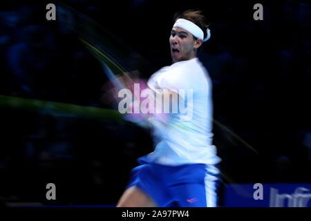 Arena. London, Großbritannien. 13 Nov, 2019. Nitto ATP-Finale; Rafael Nadal (Spanien) mit einer Vorhand zurück zu Daniel Medwedew (Russland) - Redaktionelle Verwendung Credit: Aktion Plus Sport Bilder/Alamy leben Nachrichten - Stockfoto