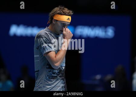 Arena. London, Großbritannien. 13 Nov, 2019. Nitto ATP-Finale; eine niedergeschlagene Alexander Zverev (Deutschland) - Redaktionelle Verwendung Credit: Aktion Plus Sport Bilder/Alamy leben Nachrichten - Stockfoto