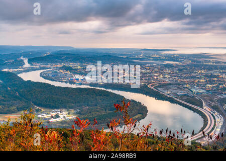 Chattanooga, Tennessee, USA Blick vom Lookout Mountain in der Dämmerung. - Stockfoto