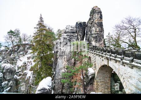 Basteibrücke in der Sächsischen Schweiz im kalten Winter - Stockfoto