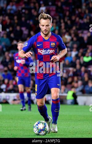 BARCELONA-NOV 5: Ivan Rakitic spielt in der Champions League Spiel zwischen dem FC Barcelona und Slavia Praha im Camp Nou Stadion am 5. November 2019 - Stockfoto