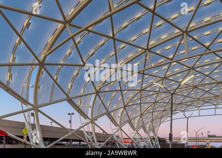 Sonnenaufgang am internationalen Flughafen Hartsfield-Jackson Atlanta in Atlanta, Georgia. (USA) - Stockfoto