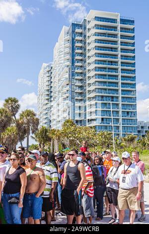 Miami Beach, Florida Super Bowl XLIV Woche NFL Football Produkt Promotion Celebrity Beach Bowl Linie hohe Kondominium Gebäude - Stockfoto