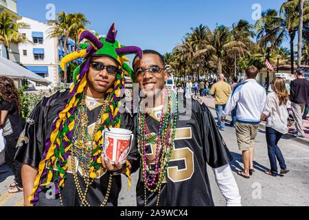 Miami Beach Florida Ocean Drive Super Bowl XLIV Woche NFL Football schwarzer Mann Männer New Orleans Saints fans - Stockfoto