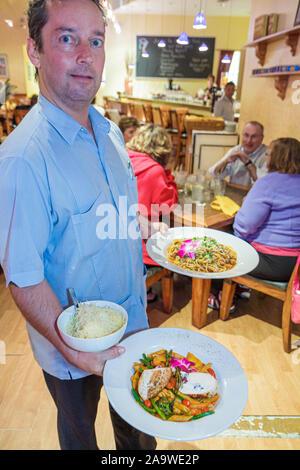 Fort Myers Florida ft. 1. First Street Delicious Dinge Restaurant Kellner servieren Teller Gastronomie - Stockfoto