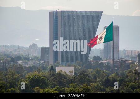 Bicentennial Tower und mexikanische Flagge Luftaufnahme. - Stockfoto