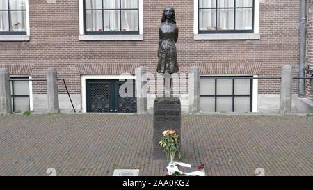 AMSTERDAM, NIEDERLANDE, Oktober, 12, 2017: Anne Frank Statue in Amsterdam - Stockfoto