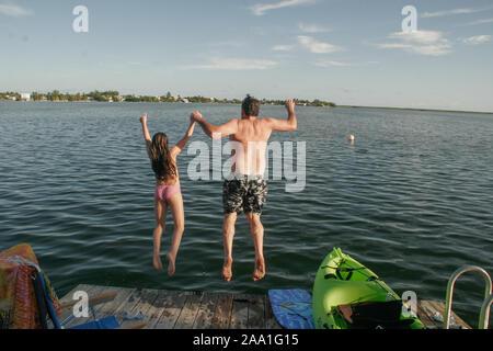 Vater und Tochter Tag am Strand genießen. - Stockfoto