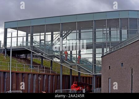 Bauarbeiten im Gange über Worcester Parkway Station. Die neue Station wird ein wichtiger Link für GWR & Cross Country Services bieten. 9/10/19. - Stockfoto