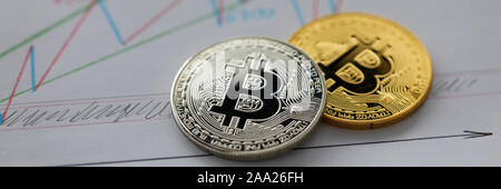 Silberne und Goldene bitcoin - Stockfoto