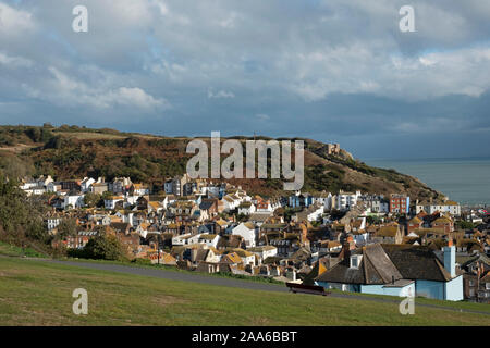 Blick über die Altstadt von Hastings aus West Hill, East Sussex, Großbritannien - Stockfoto