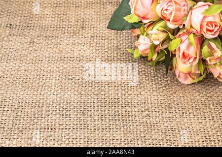 Blumenstrauß aus Rosen für Einladung Hochzeit oder Valentinstag Karte, Blumen Rahmen - Stockfoto
