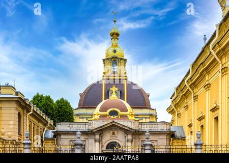 Die Kuppel der Peter und Paul Kathedrale, eine russisch-orthodoxe Kathedrale innerhalb der Peter und Paul Festung in St. Petersburg, Russland. - Stockfoto