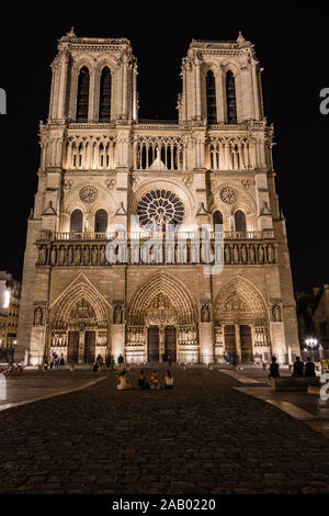 Die Westfassade der Kathedrale Notre-Dame-de-Paris die Kathedrale beleuchtet in der Nacht, Paris - Stockfoto