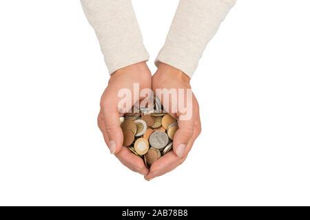 Weibliche Hände voll von verschiedenen Münzen. Sparen Sie bares Geld. Foto mit Freistellungspfad isoliert auf Weiss. - Stockfoto
