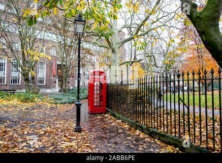 Telefonzelle in Russel Square London, Großbritannien - Stockfoto