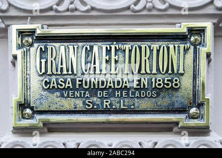 BUENOS AIRES, Argentinien - 7. APRIL: Cafe Tortoni ist ein Cafe Honoratioren in der Avenida de Mayo eröffnet im Jahre 1858, das älteste in der Stadt, auf den 7. April 2008 - Stockfoto