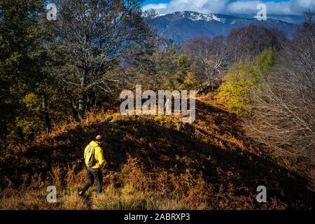 Ausflug entlang der Lucchese Apennin aus dem Dorf Pontito der Penna di Lucchio - Stockfoto