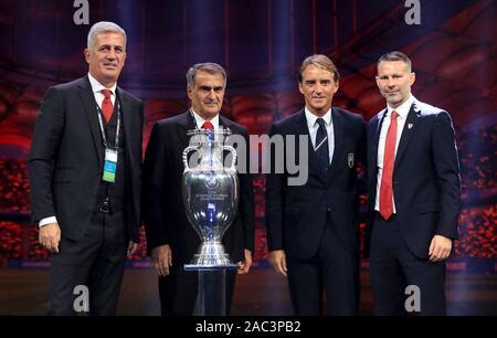Gruppe A, Schweiz manager Vladimir Petkovic (links), Türkei manager Senol Gunes (2. links), Italien Manager Roberto Mancini (2. rechts) und Wales manager Ryan Giggs während der Euro 2020 am Messezentrum Romexpo, Bukarest.
